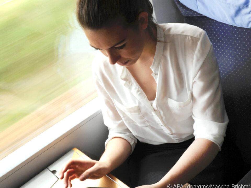 Tablets bieten für unterwegs viele Möglichkeiten zum Zeitvertreib