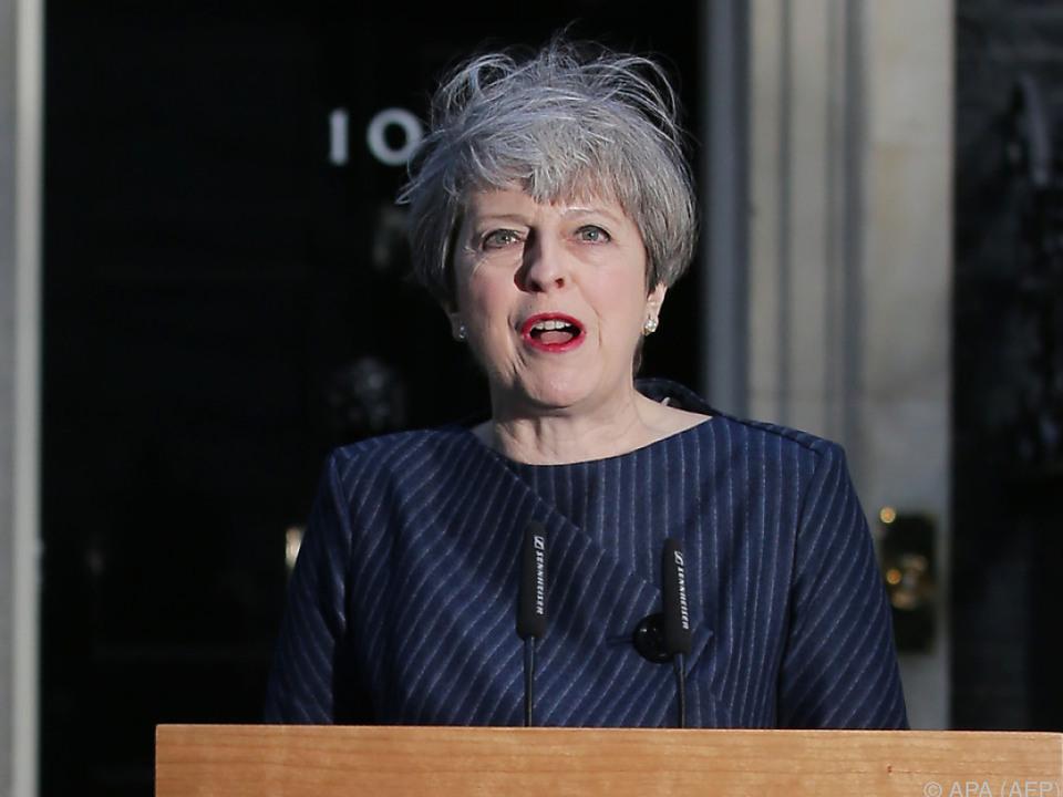 Theresa May will sich Rückenstärkung holen