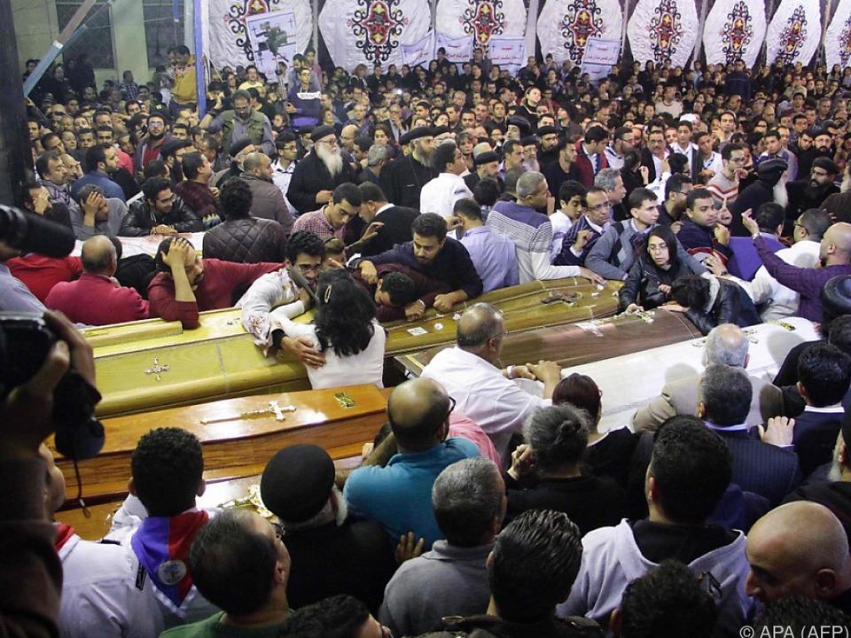 Trauer um die Opfer der Terroranschläge auf Kirchgänger