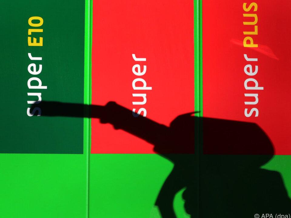 Treibstoffpreise zogen im Jahresvergleich um 17 Prozent an