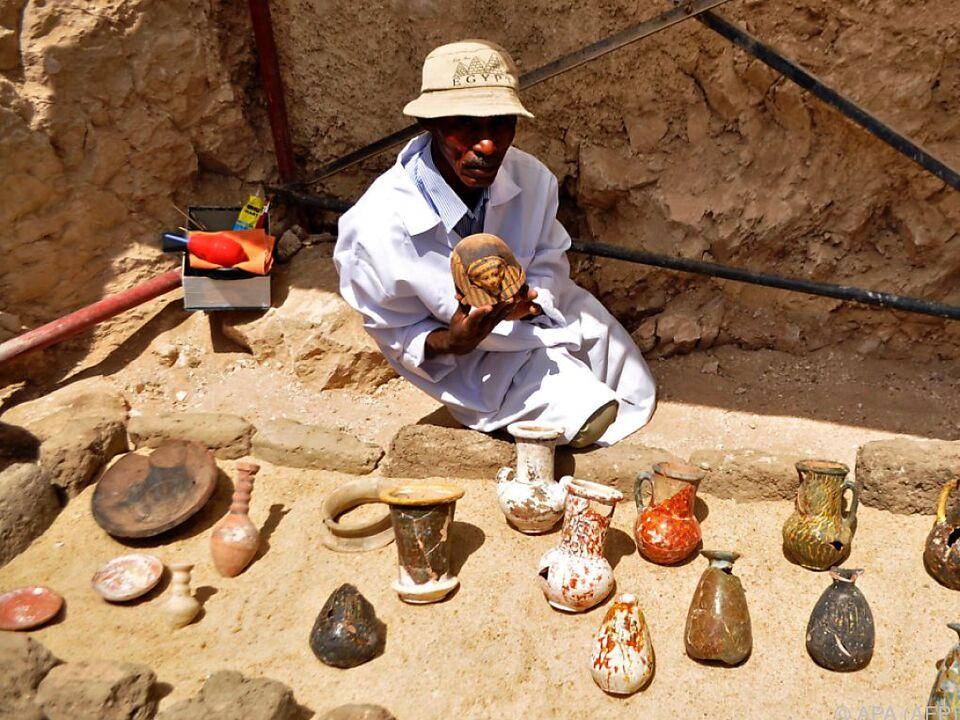 Unter anderem wurden Tonfigürchen als Grabbeigabe gefunden