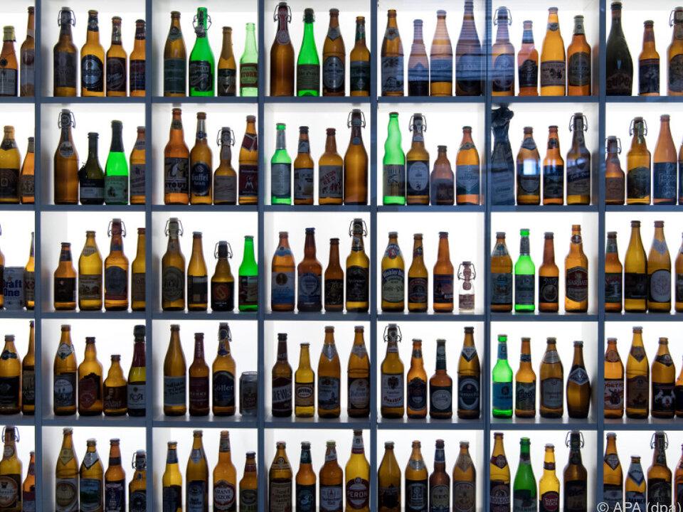 Verschiedene Bierflaschen verkomplizieren das Pfandsystem flaschen bier pfand glas