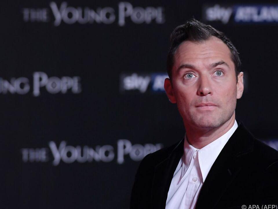 Wandelbarer Jude Law: Zuletzt der junge Papst, nun ein junger Zauberer