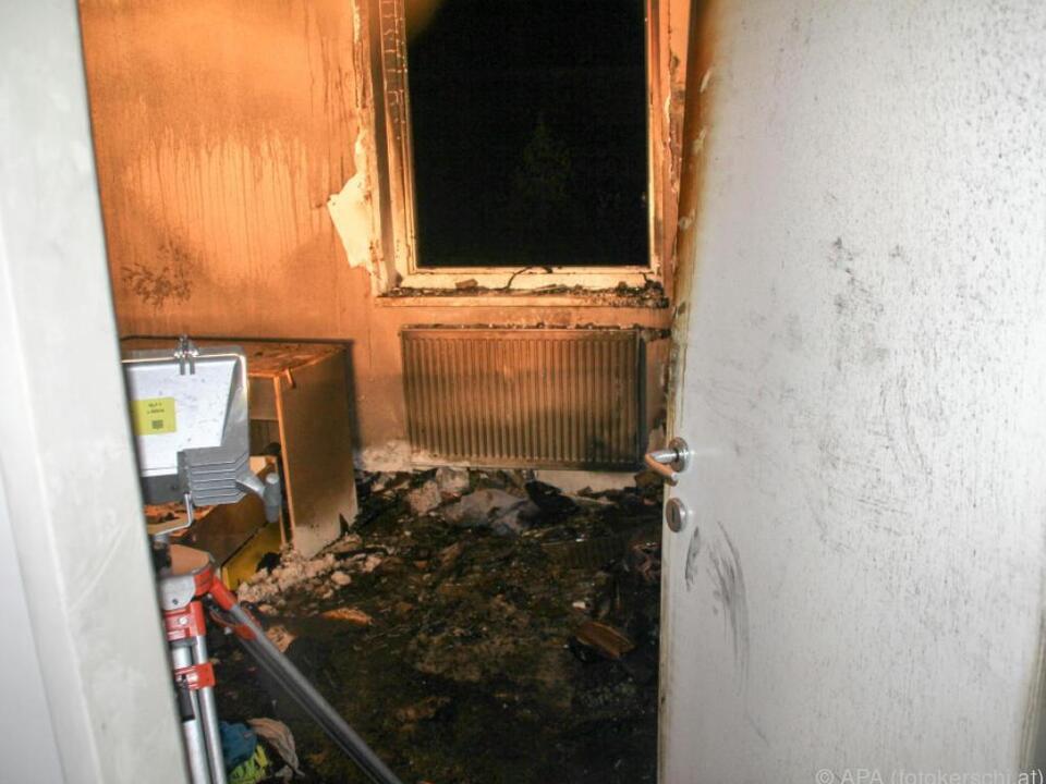 Zimmer brannte völlig aus