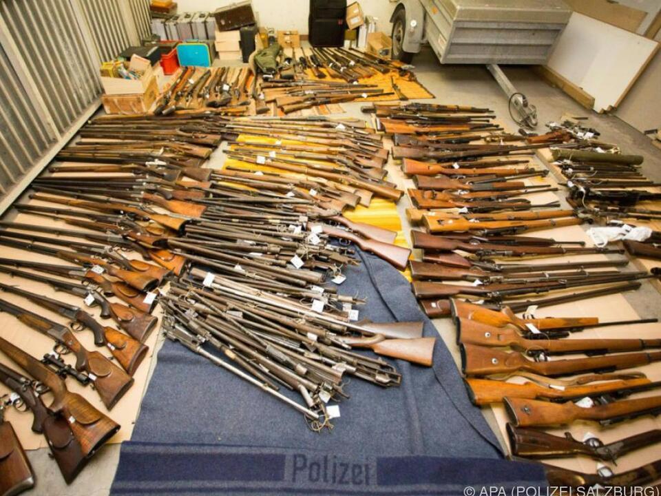 377 Waffen und Waffenteile wurden u. a. sichergestellt