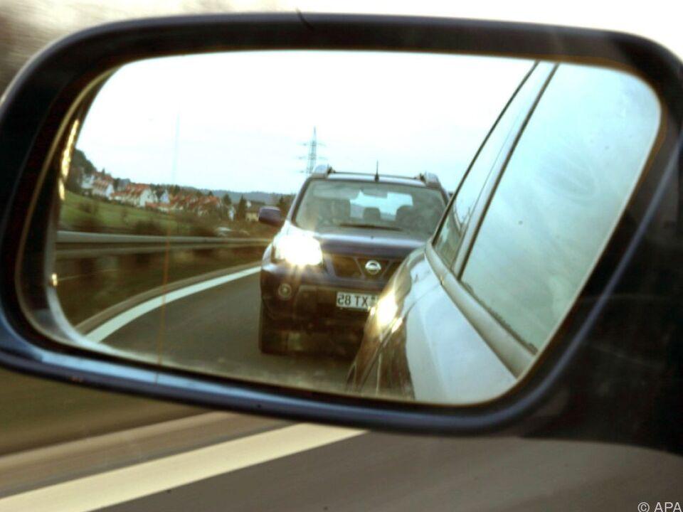 Aggressives Fahrverhalten äußert sich in Form von dichtem Auffahren