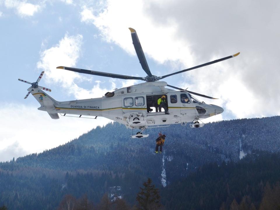 Bergrettung Finanzpolizei Hubschrauber Helikopter