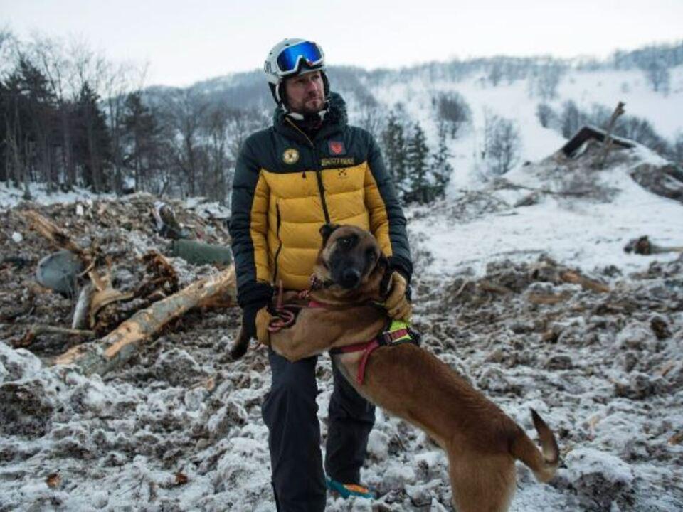 Bergretter Finanzpolizei Lawinenhund