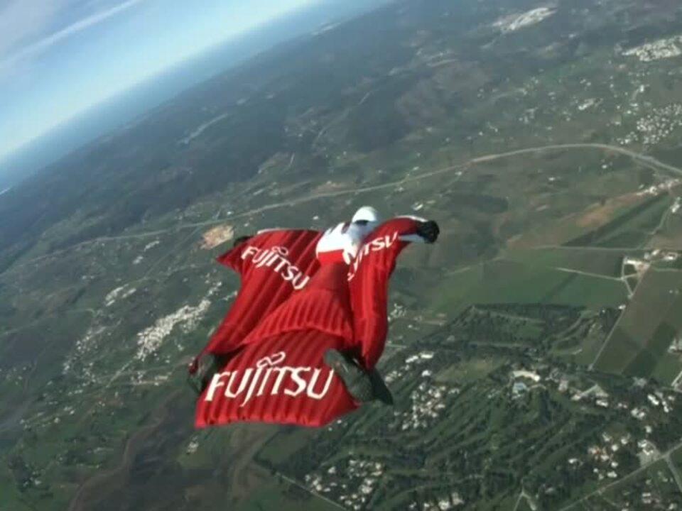 Brite will im Wingsuit Weltrekorde brechen
