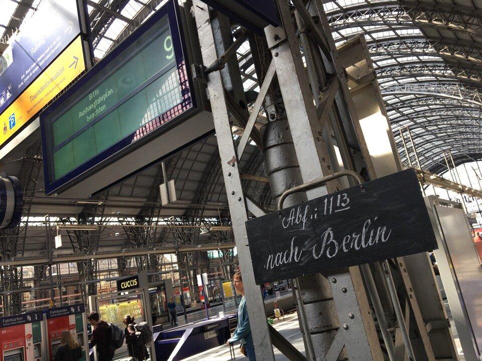 Deutsche Bahn Schiefertafeln Bahnhof Frankfurt