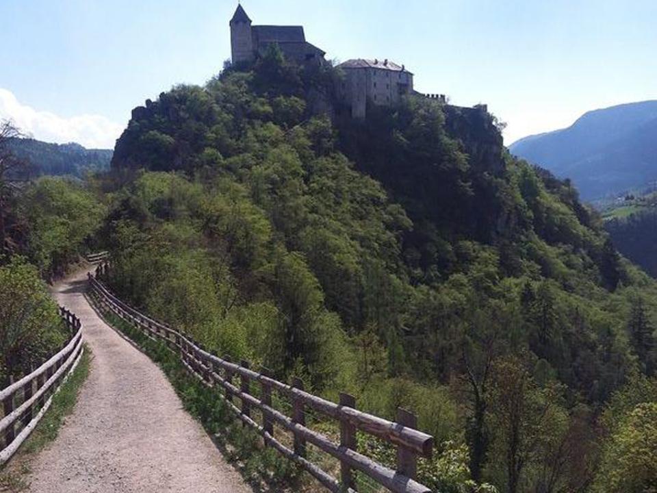 caritas-kloster-saeben-keschtnweg