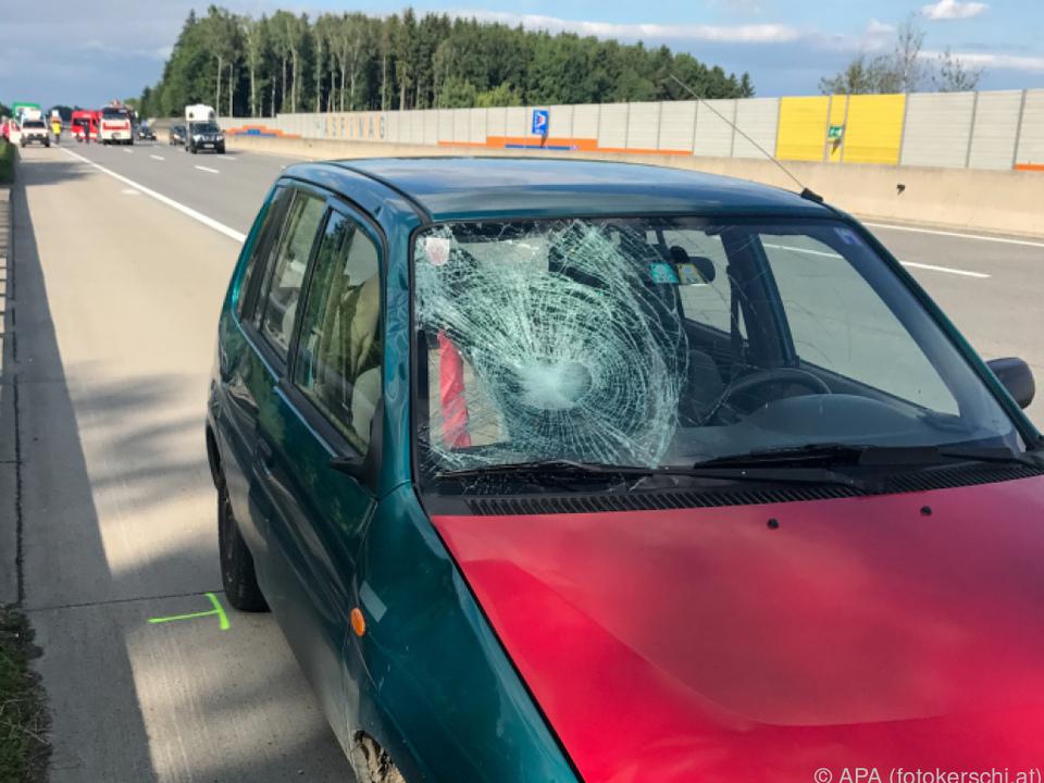 Das Unfallauto erfasste den Pannenhelfer