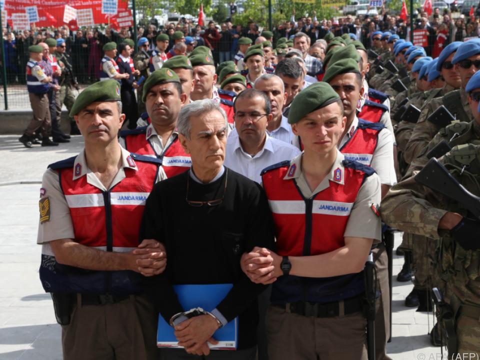 Massenprozess gegen mutmaßliche Putschisten in der Türkei
