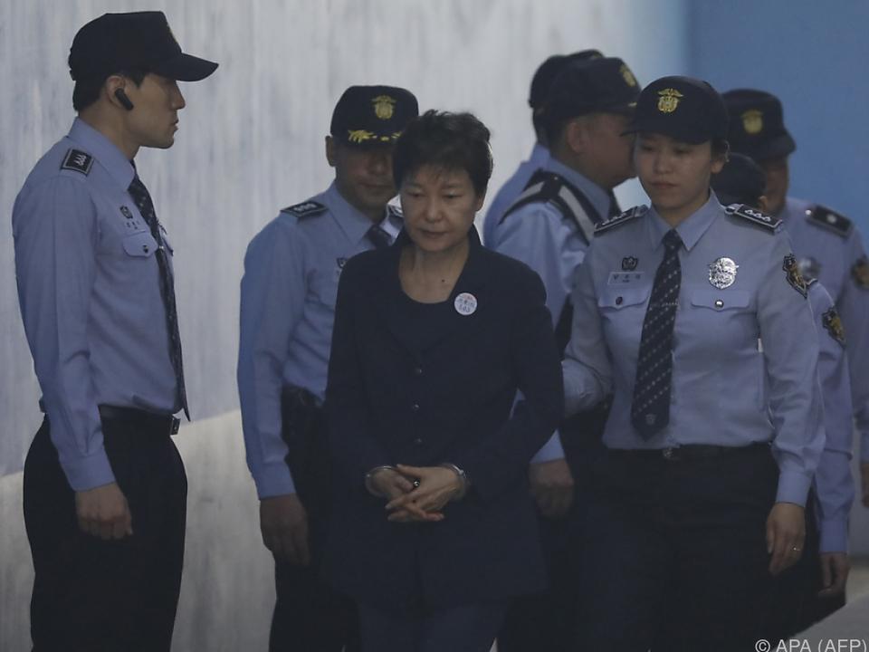 Eine Ex-Präsidentin in Handschellen