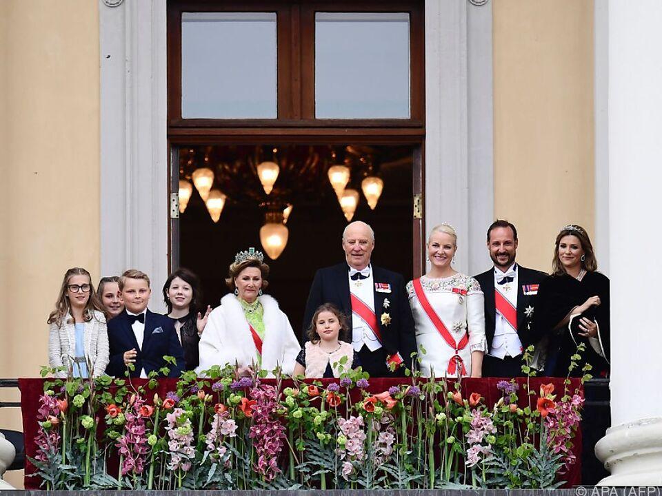 Die königliche Familie freute sich auf dem Balkon