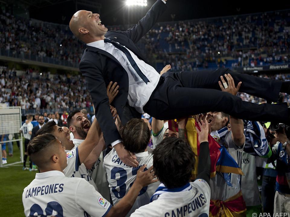 Die Spieler ließen Zidane hochleben
