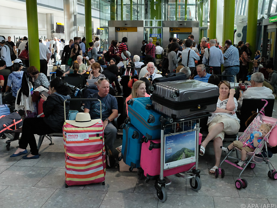 Für einige Fluggäste geht das Warten weiter