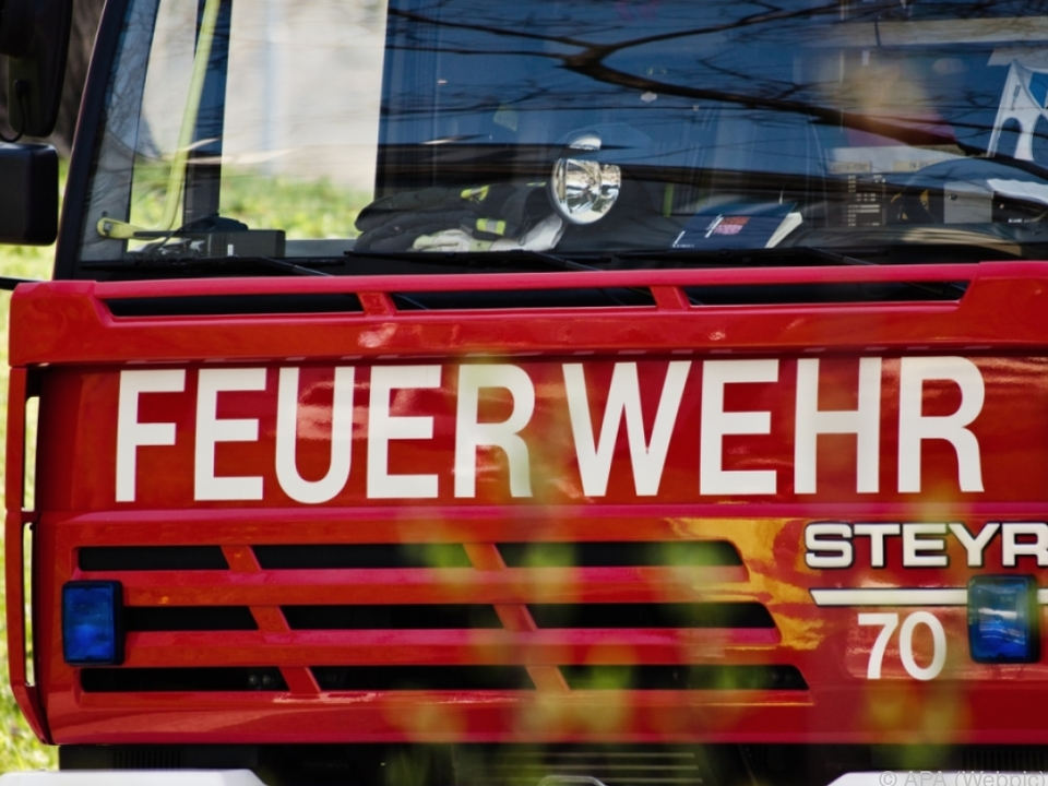 Hausbewohner wurden von der Feuerwehr mit Drehleiter geborgen