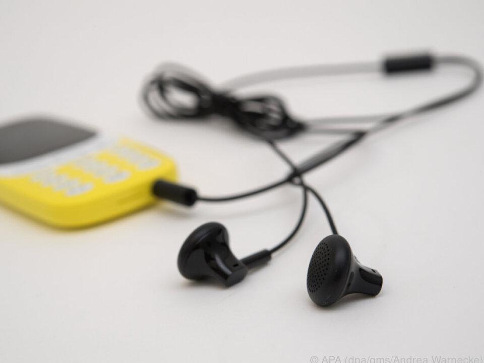 Mit Kopfhörern wird das Nokia 3310 zum brauchbaren UKW-Radioempfänger