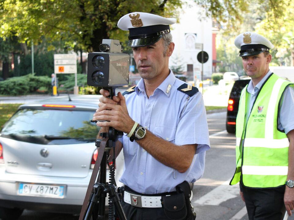 Stadtpolizei - Polizia municipale - Telelaser meran