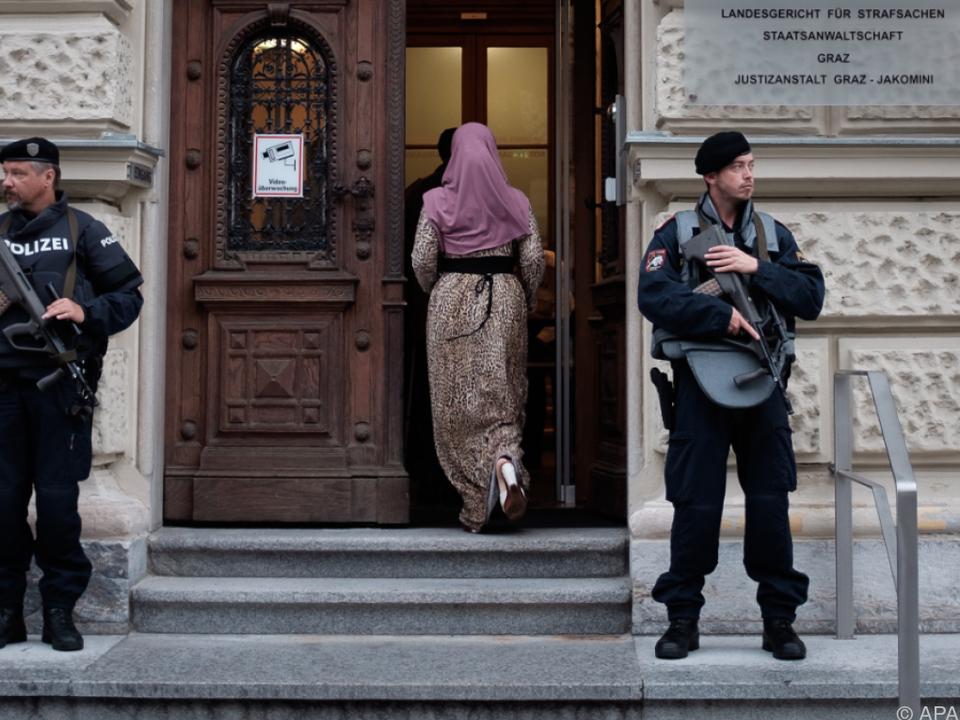 Jihadisten-Paar soll Kindern grausame IS-Propaganda gezeigt haben