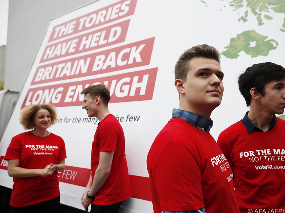 Labour präsentierte heute erste Wahlplakate