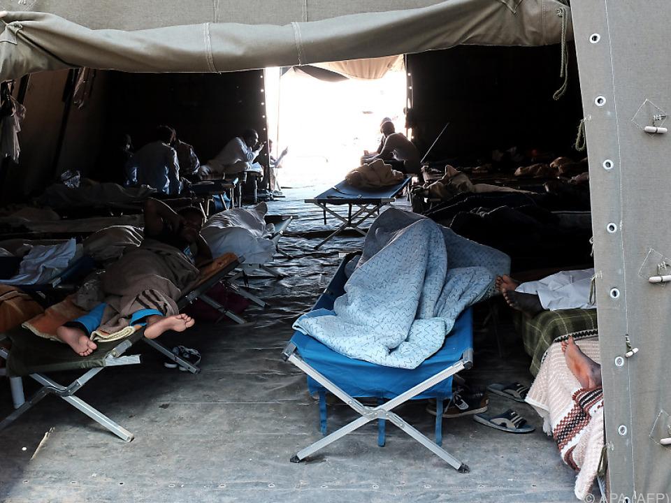 Mafiaorganisation \'Ndrangheta unterwanderte ein Auffanglager