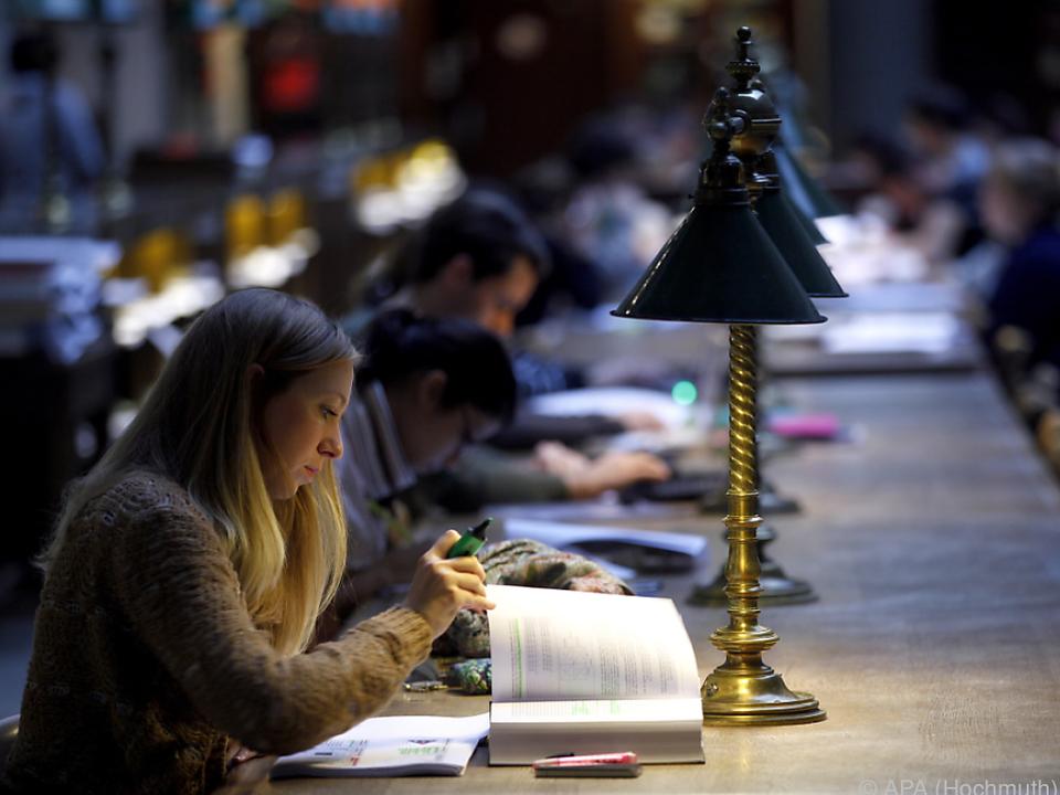 Mehr Unterstützung für Studierende studenten uni lernen schreiben