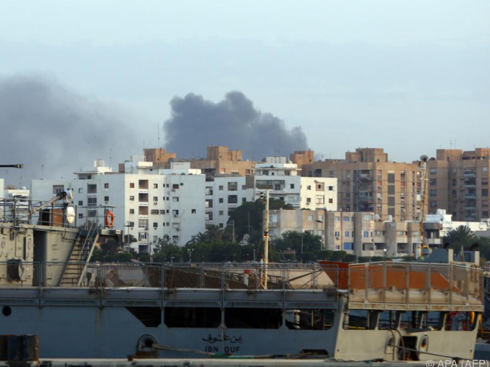 Rauch über dem Stadtzentrum von Tripolis