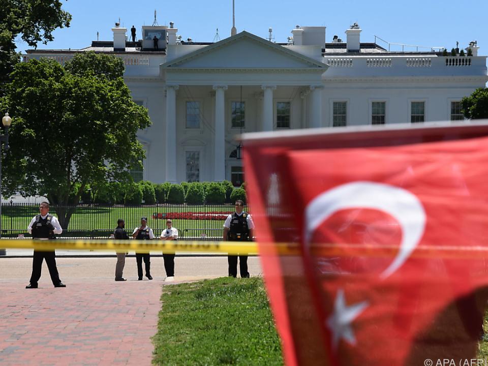 Türkeifahnen auch vor dem Weißen Haus