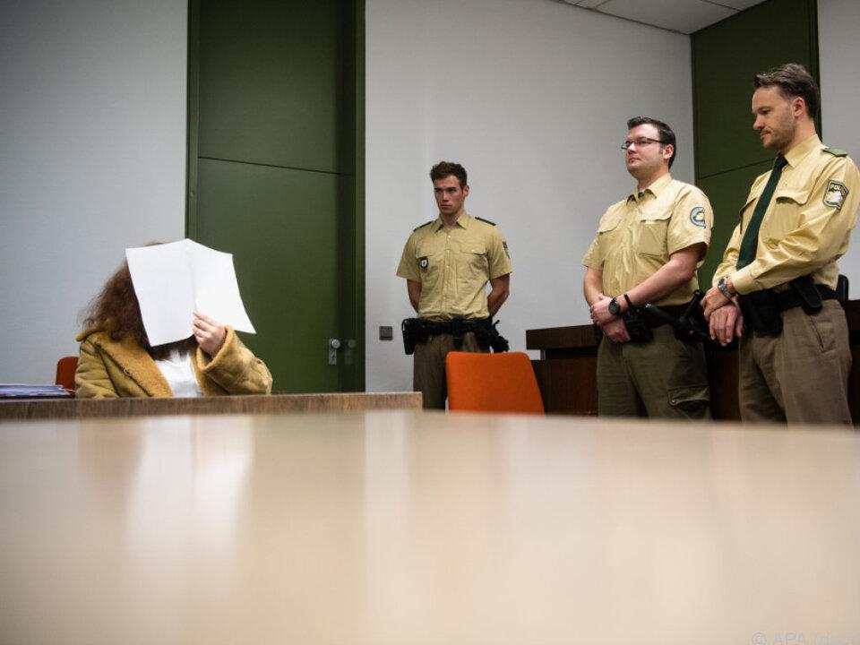 Freund mit Kreissäge getötet - über zwölf Jahre Haft
