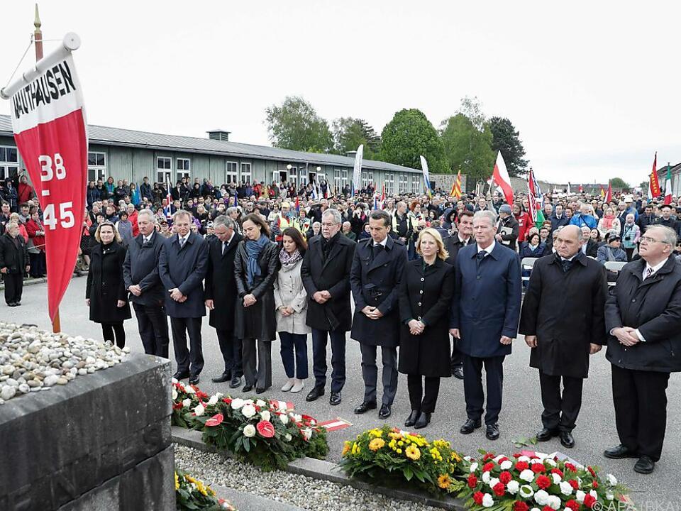 Vertreter der Bundesregierung bei der Gedenk- und Befreiungsfeier