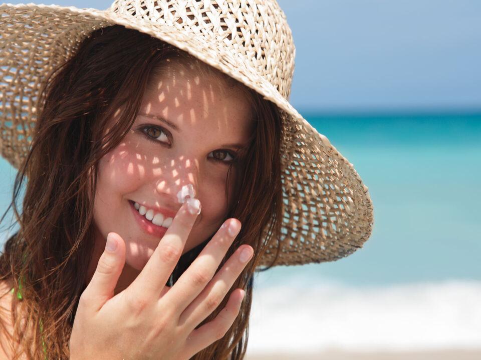 vorsorge-hautkrebs Sonne Sonnencreme Strand Meer