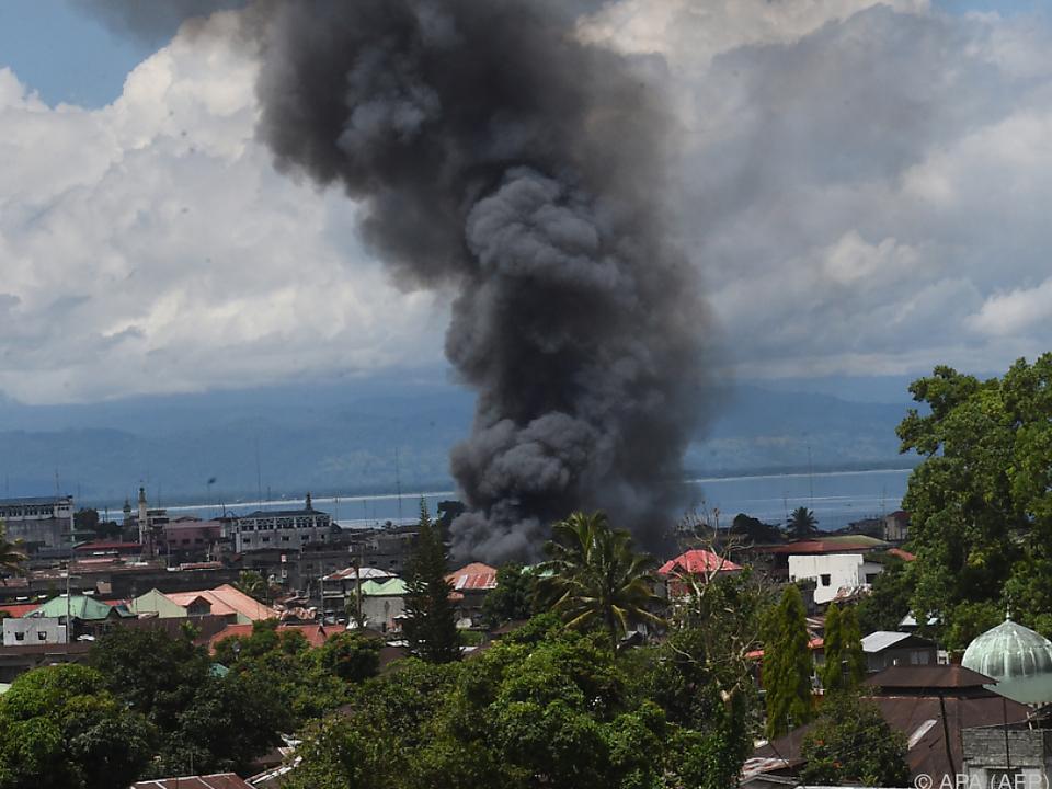 Schon 100 Tote bei Kämpfen mit Islamisten auf Philippinen