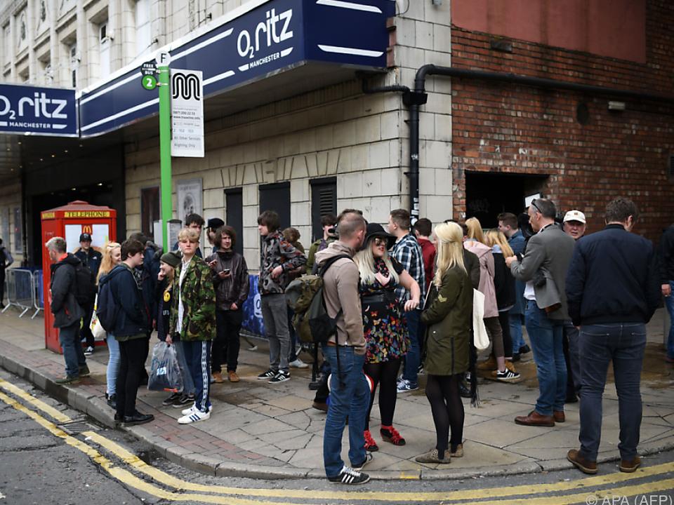 Zahlreiche Fans strömten zum O2 Ritz in Manchester