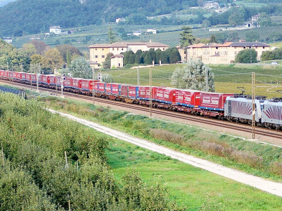 Zug unbegleiteter kombinierter Verkehr railtractioncompany Güterzug