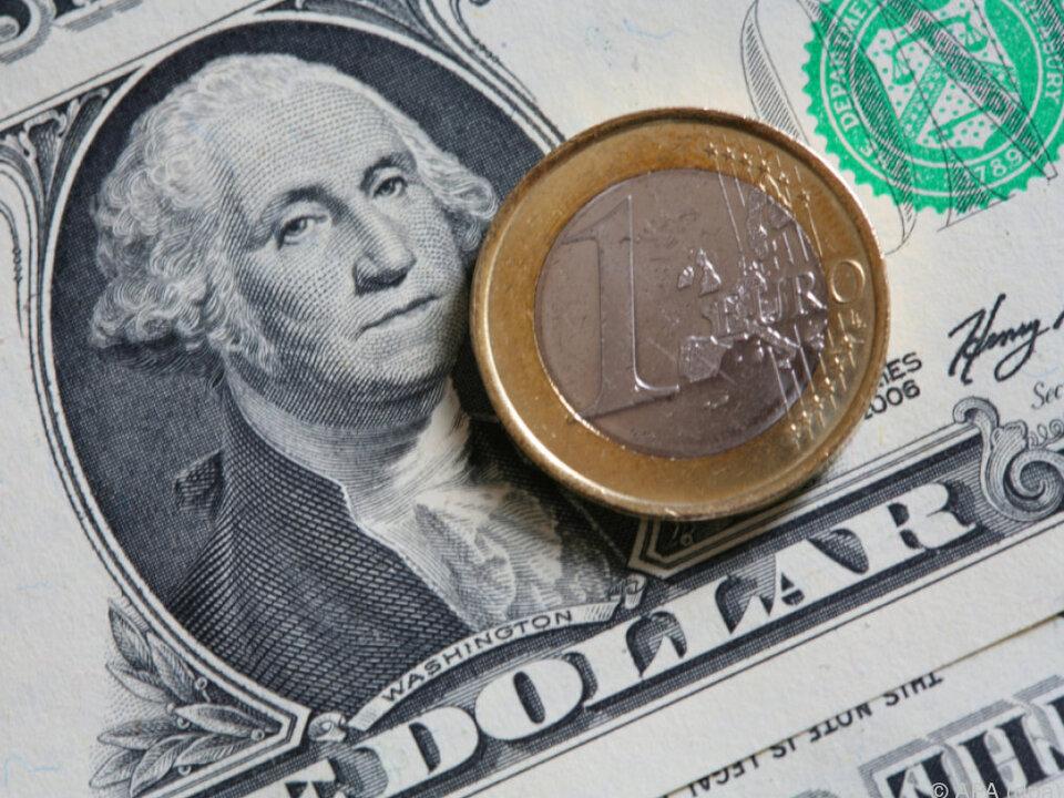 Am Donnerstag früh kostete ein Euro bis zu 1,1419 Dollar