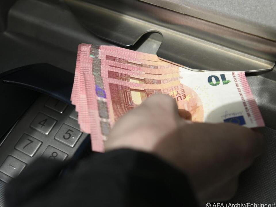 Auch junge Österreicher haben gerne Bargeld dabei