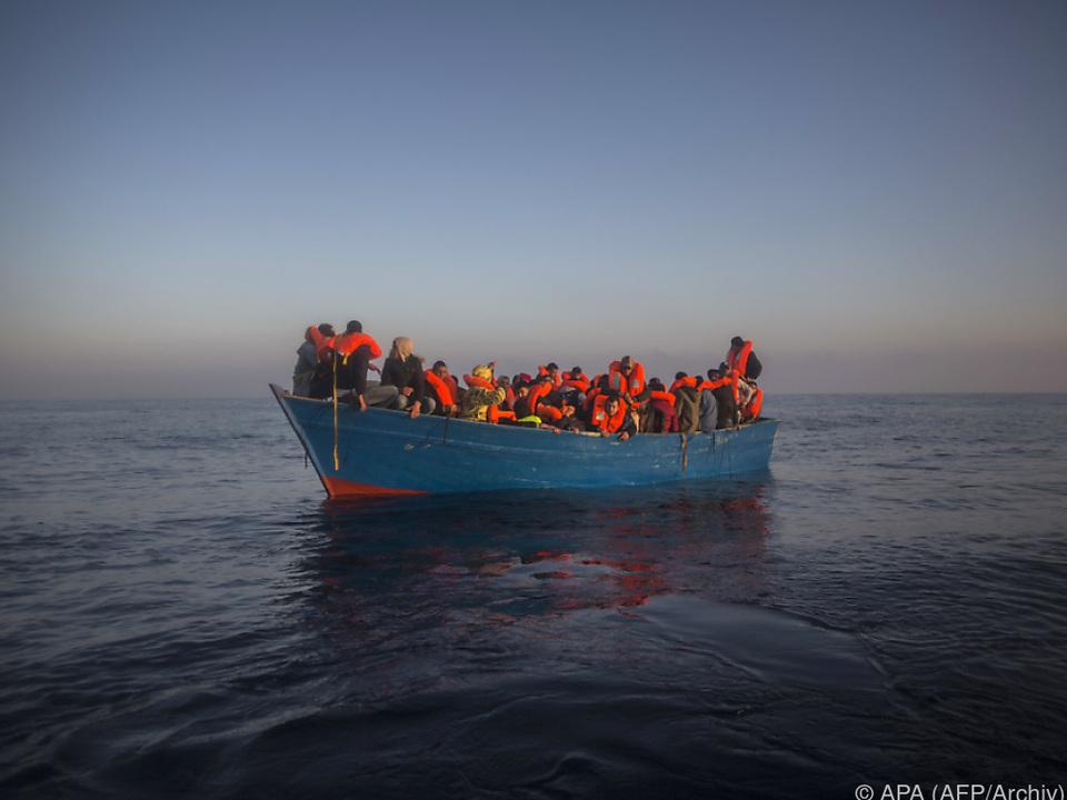Mehr als 2500 Migranten aus Seenot gerettet