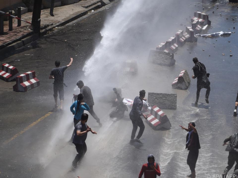 Bei Protesten gegen den Anschlag vom Mittwoch starben sieben Personen