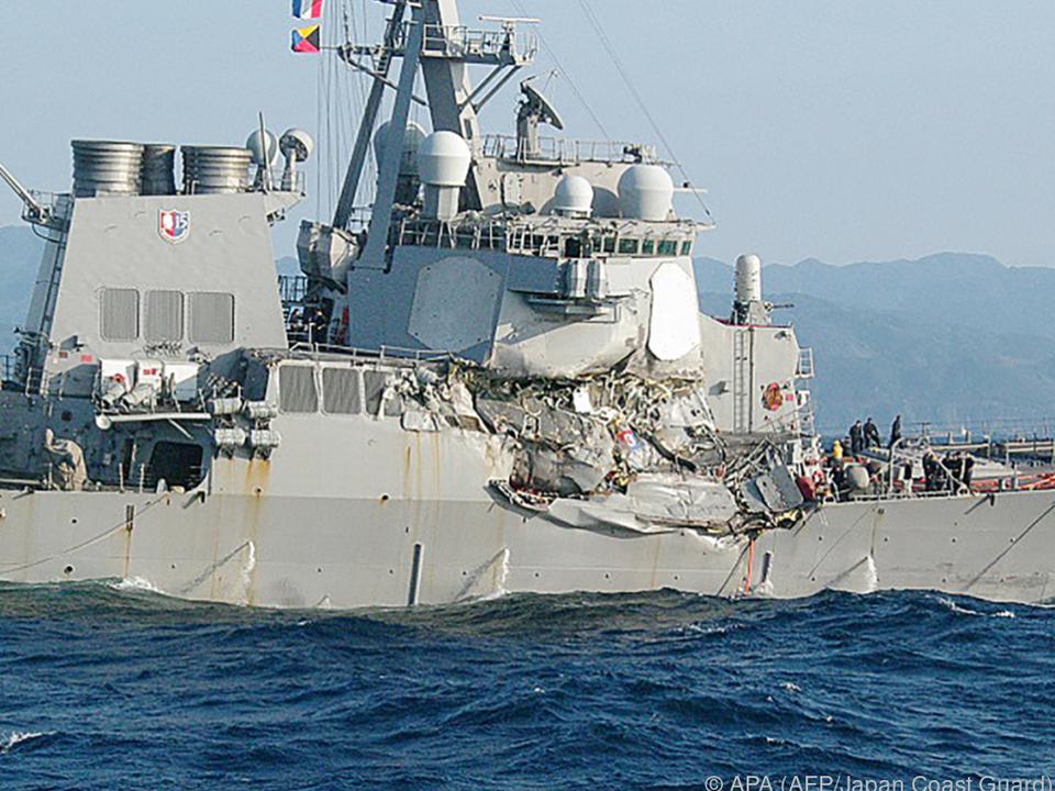Besatzungsmitglieder der USS Fitzgerald werden vermisst