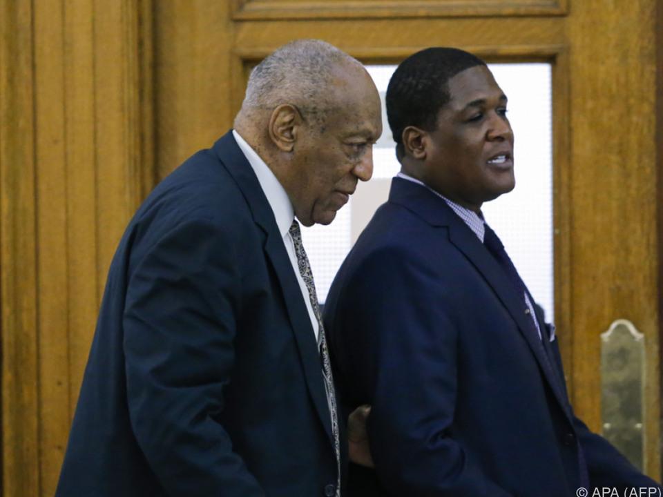 Bill Cosby verlässt den Gerichtssaal