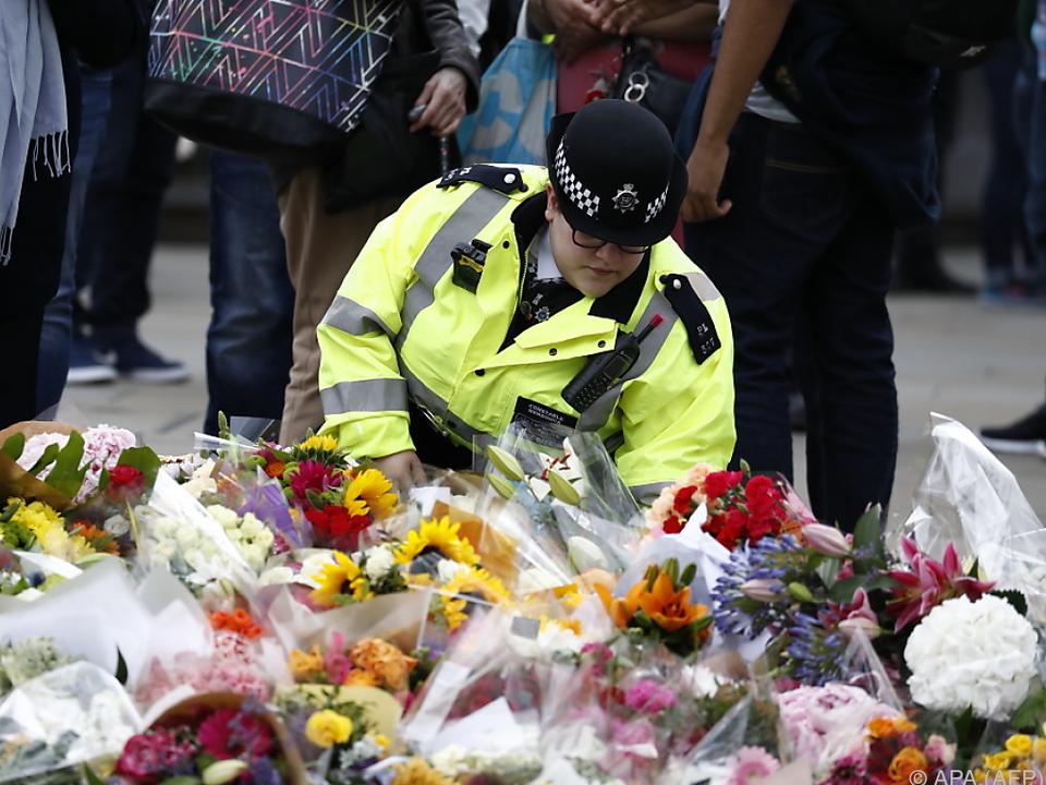 Blumenmeer im Gedenken an die Anschlagsopfer