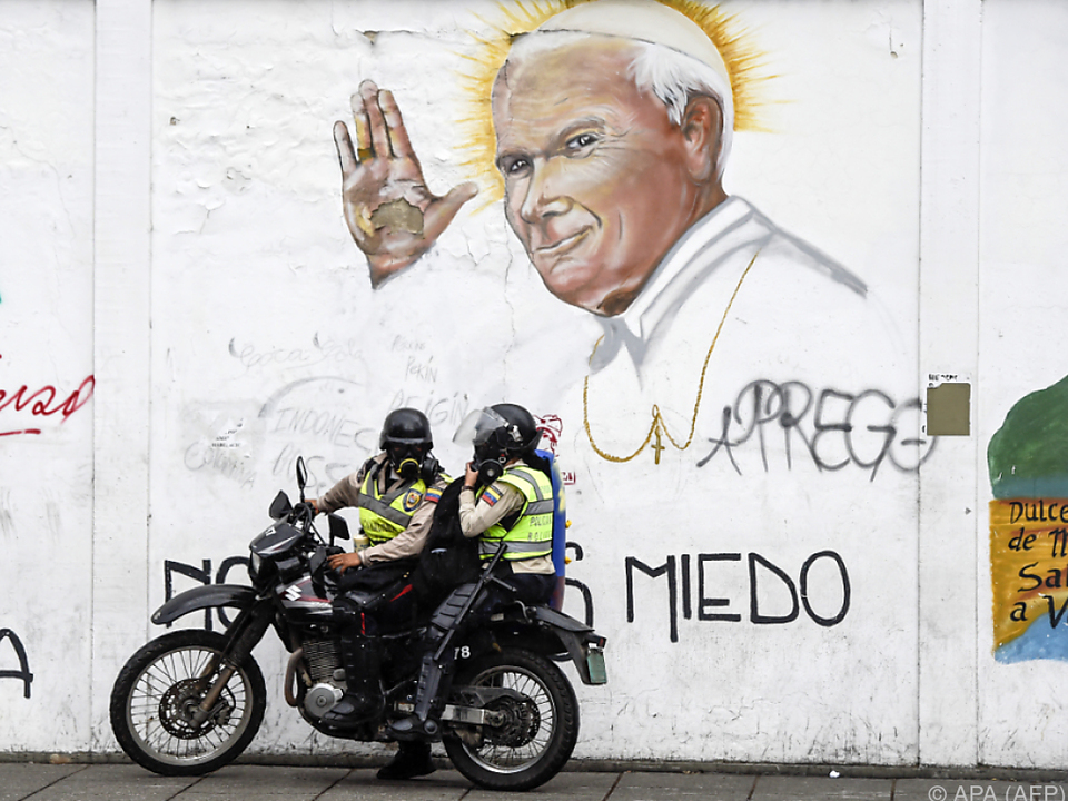 Der Papst soll im Konflikt helfen