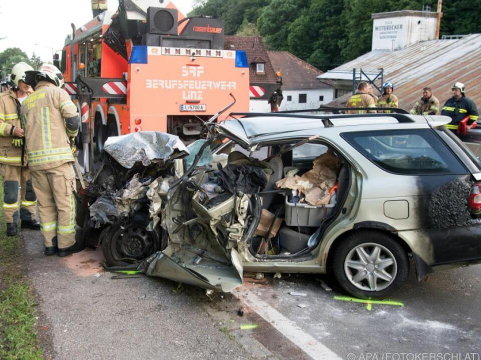 Der Unfallwagen wurde komplett zerstört