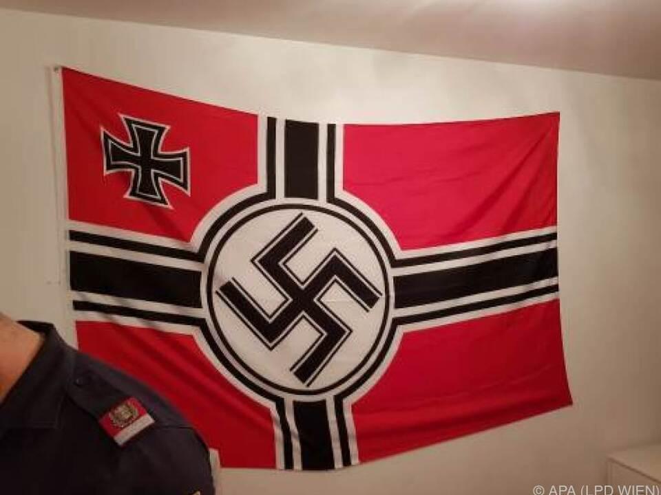 Wiener Lehrling hatte Hakenkreuzflagge über der Badewanne