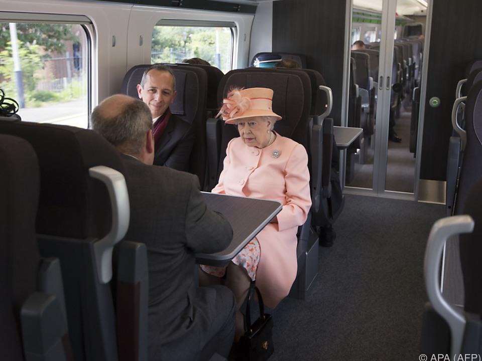 Die Queen auf Schiene