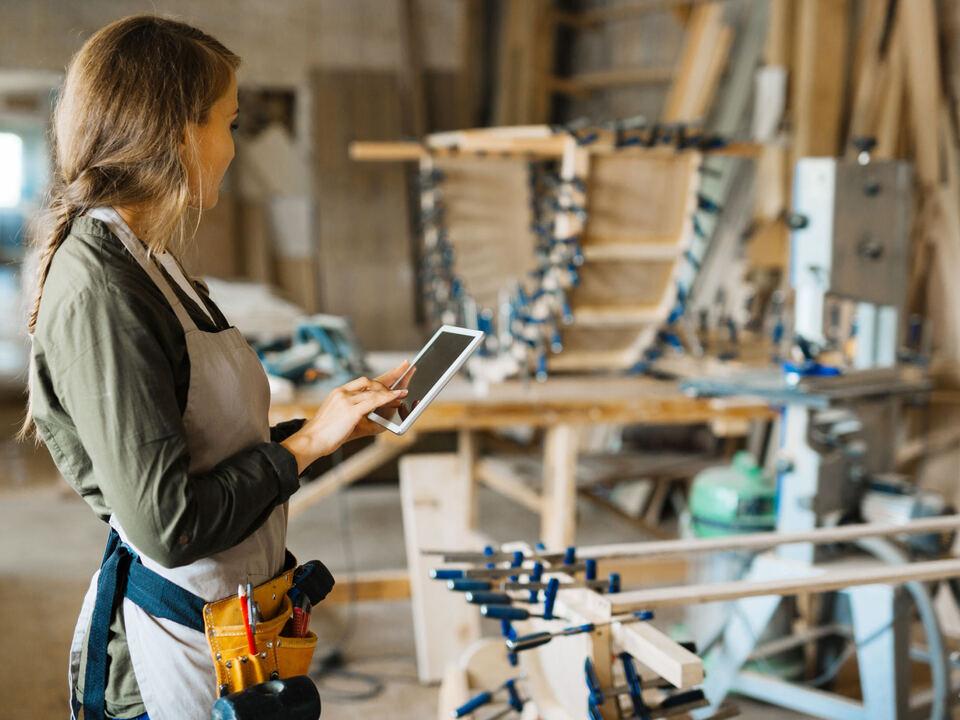 holz werkstatt arbeit ipad internet  (bekommen von KlimaHaus