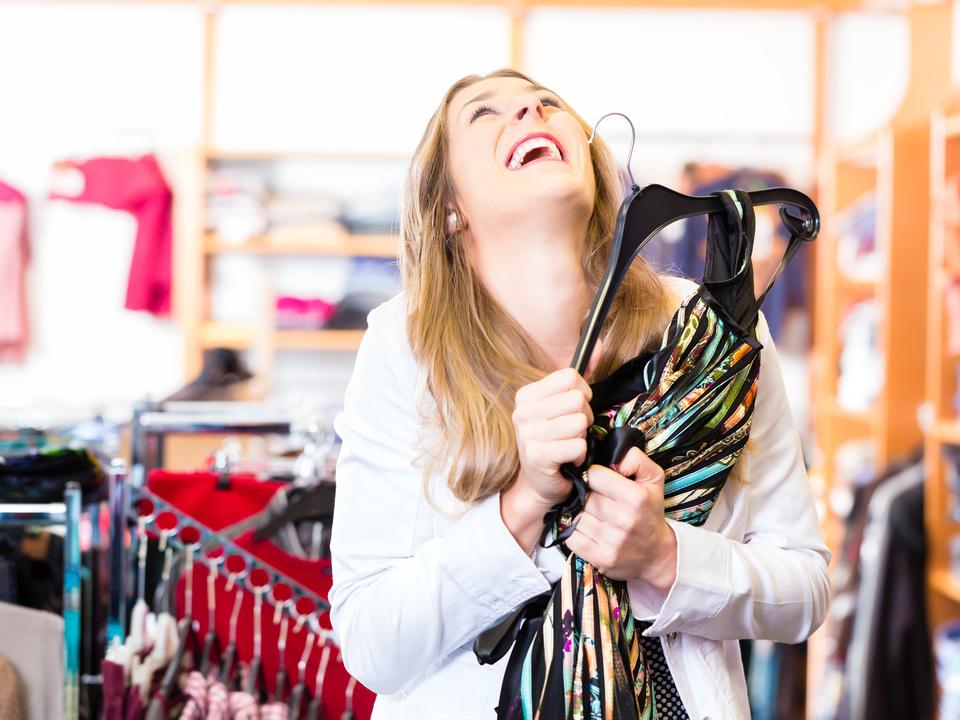 shopping sommerschlussverkauf einkaufen kleider frau