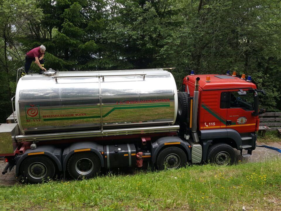 Trinkwassertank Laster Berufsfeuerwehr